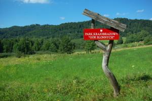 800px-Park_Krajobrazowy_Gór_Słonnych_board_Załuż